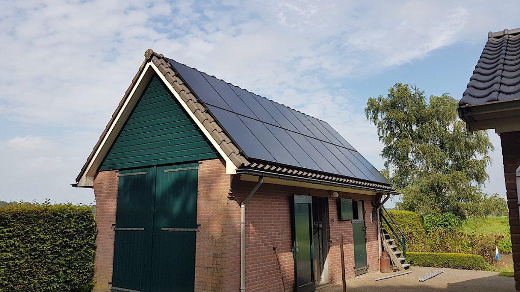 Bij gebouw of garage kan ook prima geschikt zijn voor zonnepanelen.