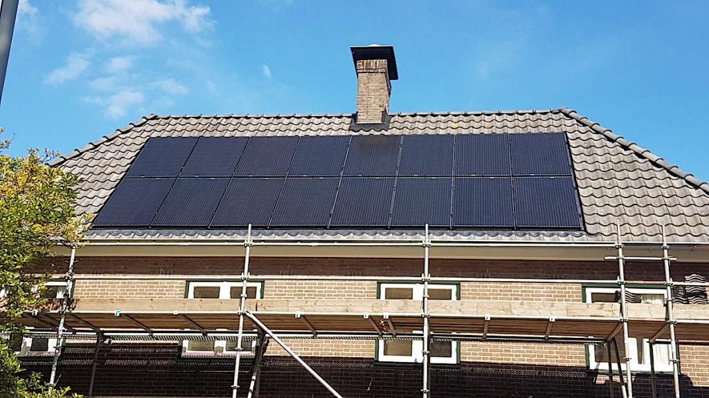 Woningen met bijvoorbeeld een zadeldak kunnen prima voorzien worden van zonnepanelen.